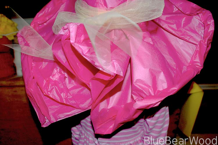 How To Close The Back Of A Tissue Paper Hat