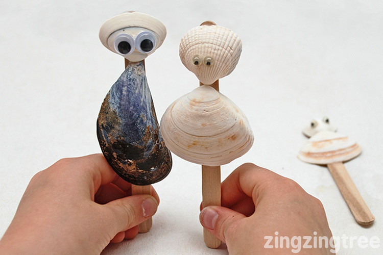 This cute sea shell puppet is a great shell craft that uses a lot of foraged material (collected shells and old lolly sticks)
