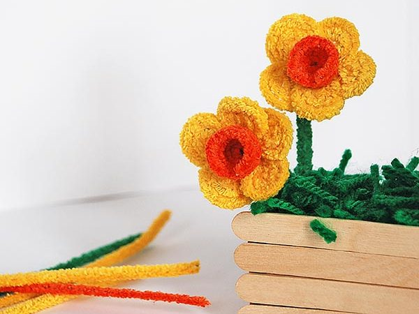 How To Make Gorgeous Pipe Cleaner Daffodils
