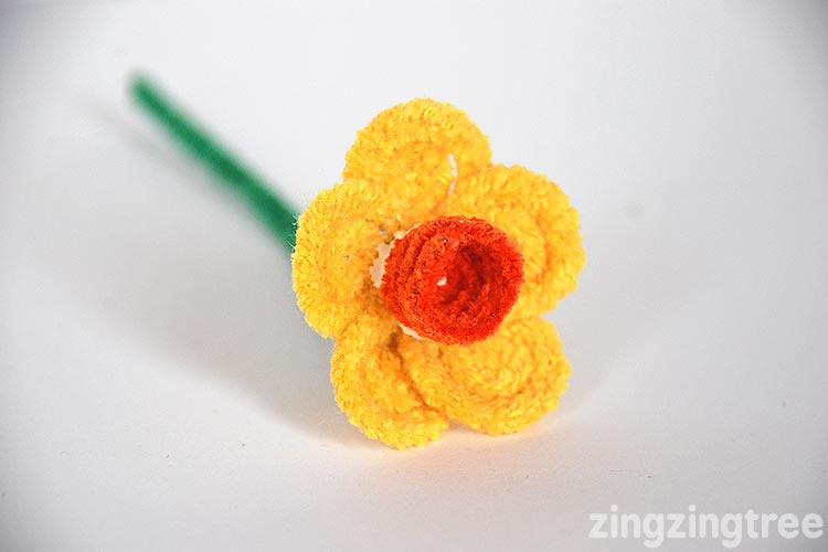 Pipe Cleaner Daffodil craft