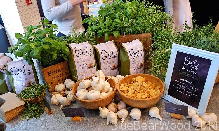 Walkers Market Deli Garlic And Herb Pita Chips