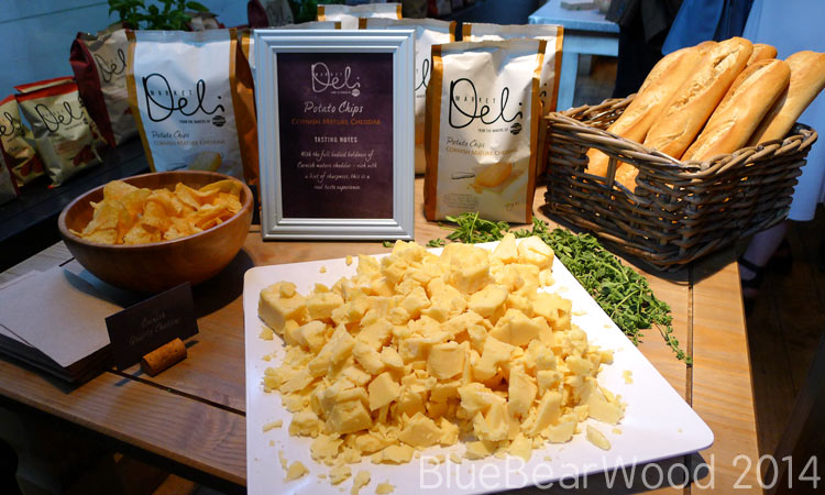 Walkers Market Deli Cornish Mature Cheddar Crisps