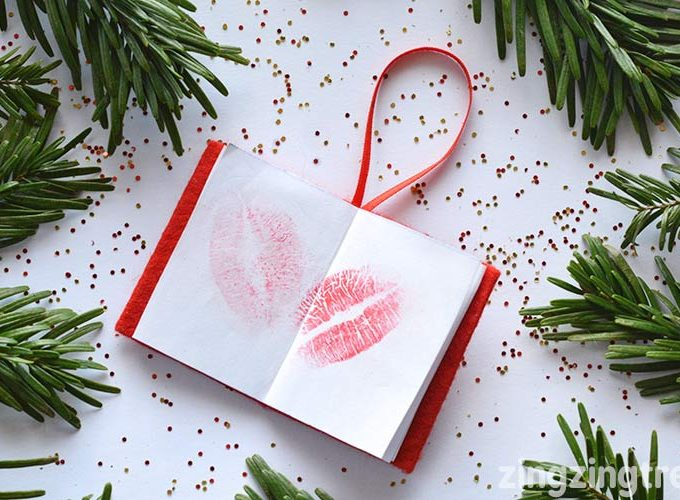 Make A Family 'Book Of Kisses' Christmas Tree Decoration