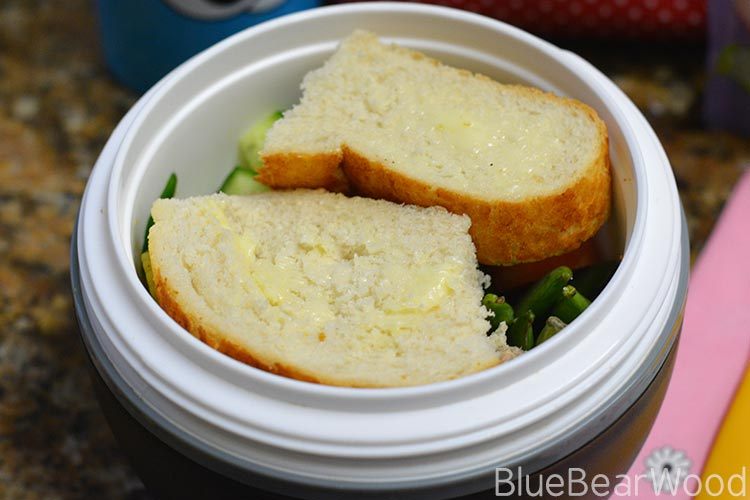 Sald-Bowl-Packed-Lunch-Bread