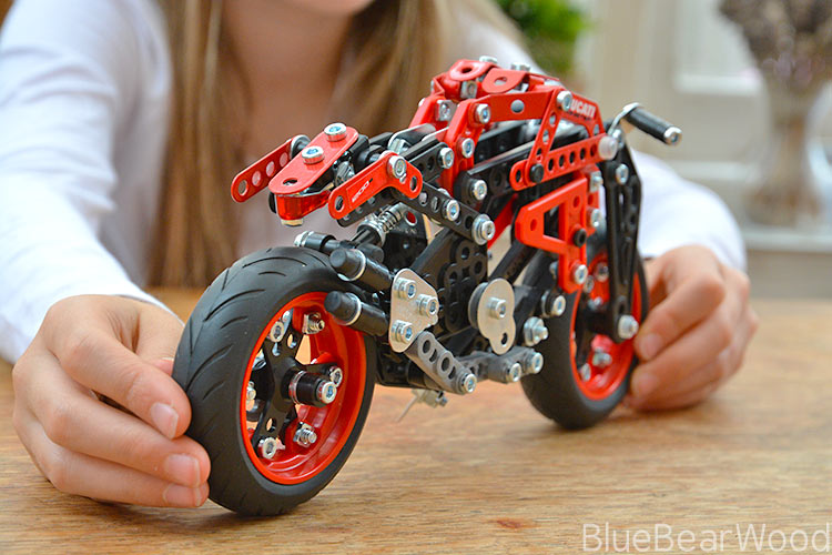 The Meccano Monster 1200s Ducati Review : Stunning Quality and Satisfaction in A Box