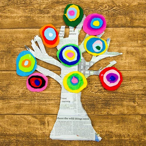 kandinsky-inspired-tree-made-with-felt-scraps-square