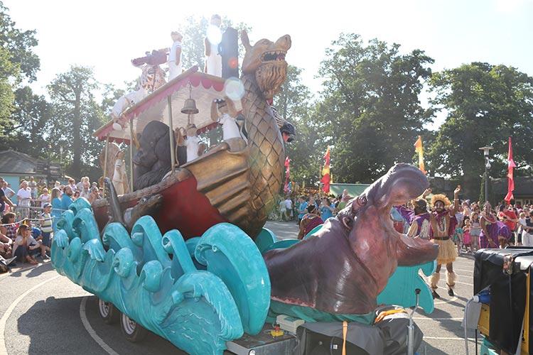 longleat-parade-hippo