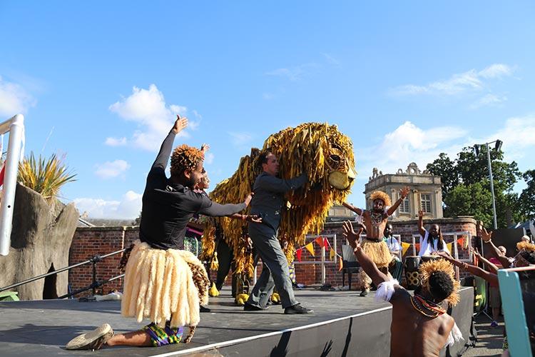 longleat-parade-lion