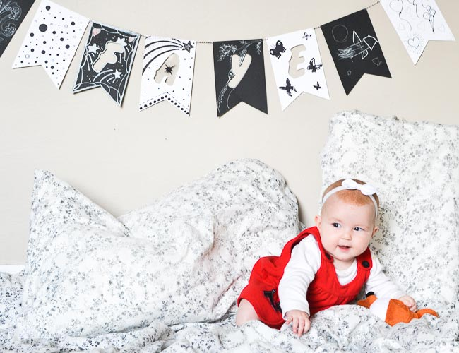 baby-shower-first-month-birthday-black-and-white-garland-1