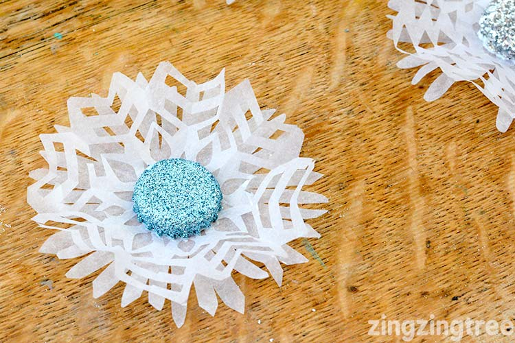 This is a gorgeous Bottle top snowflake craft