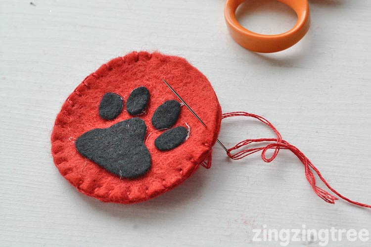 How to Sew a Felt Paw Print Christmas Tree Ornament