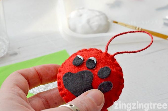 felt cat paw decoration