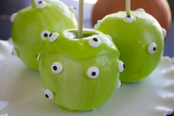 Easy Quick Halloween Candy Apple