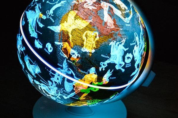 Give Geography a Boost With The Oregon Scientific AR Globe – Day & Night