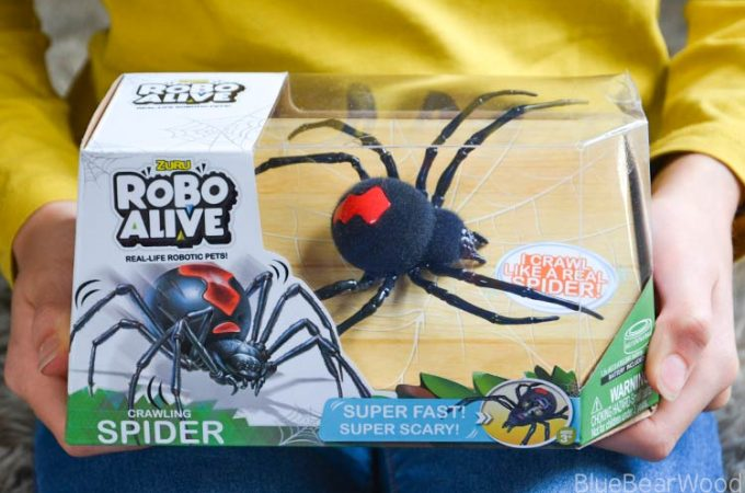 Have Creepy Fun With The Super Fast Zuru Toys Robo Alive Spider