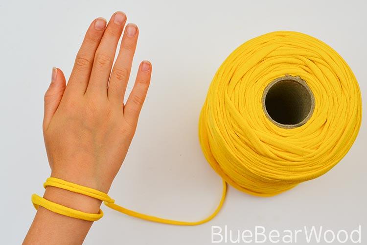 Measuring Yarn For DIY Tshirt Yarn Bracelet